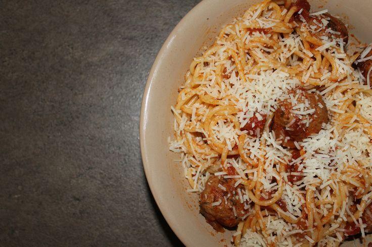 Μακαρόνια με κεφτεδάκια | Spaghetti with Meatballs