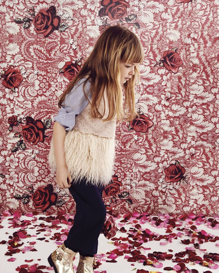 MONNALISA Fall Winter 2016 #Monnalisa #fashion #kids #childrenswear #newcollection #girl #style #winter #roses #red #baroque #petal