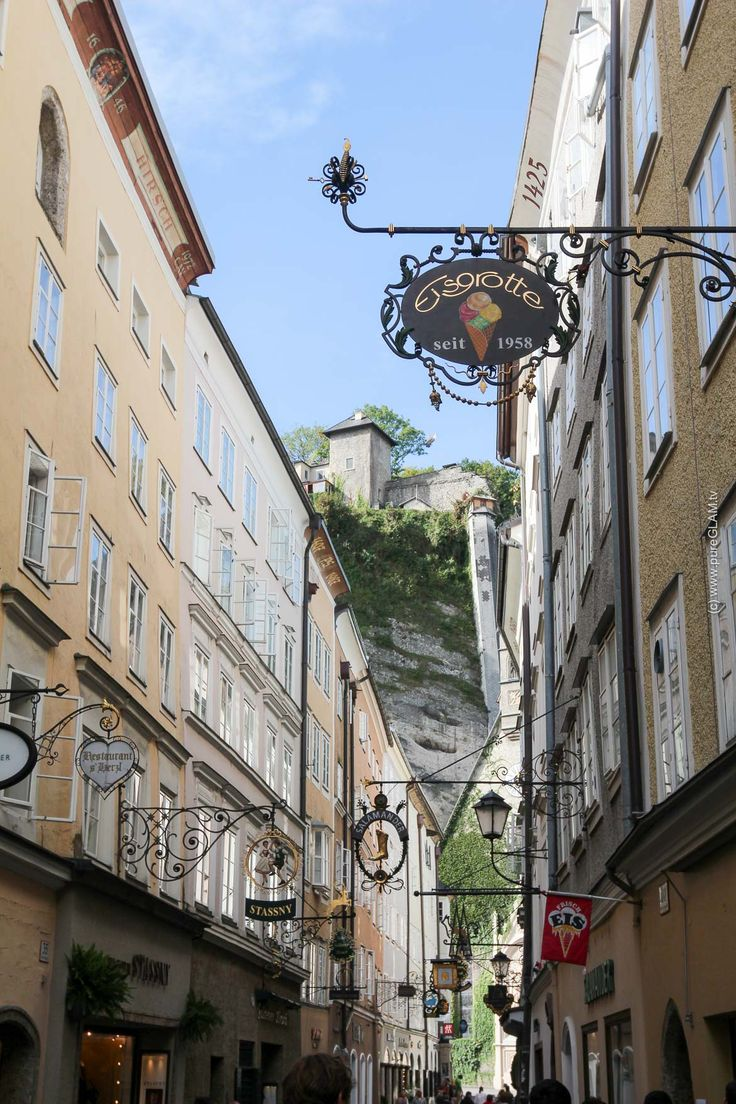 Salzburg Sehenswürdigkeiten - Top10 Reisetipps - Salzburg, Österreich - Mirabellengarten, Altstadt, Burg, RedBull, Salzach