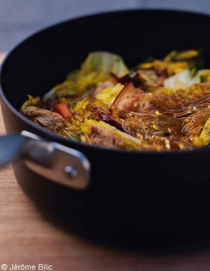 Recette Mignon de porc à l'indienne : Faites revenir la viande coupée en morceaux et les lardons dans une cocotte avec un filet d'huile de sésame.Ajoutez le gingembre râpé, la carotte coupée en morceaux, l'ail haché, la coriandre ciselée, faites dorer tous ces ingrédients 5 mn, puis ajoutez...