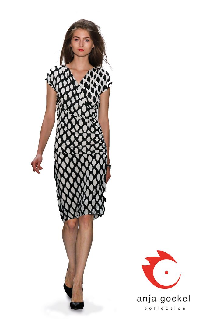 A captivating black and white jersey dress in wrap-over dress optic, that is the ideal wrinkle free travel companion for every trip.