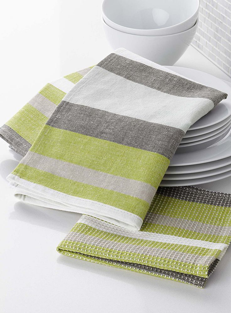Exclusively from Simons Maison Urban loft-style masculine stripes in grey on lime green. 100% cotton in an artisanal weave Items sold separately Dimensions Dishcloth: 36 x 36 cm Dish towel: 50 x 70 cm