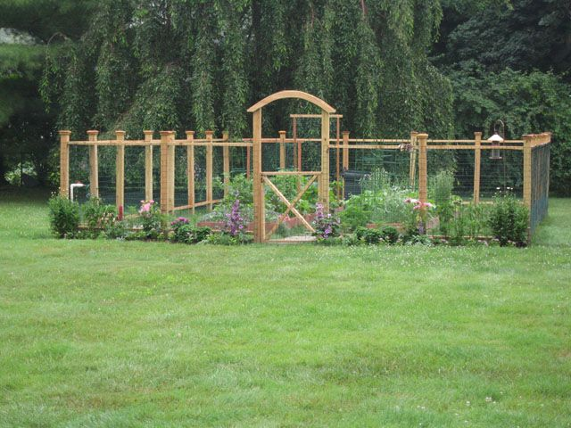 Nice idea for a garden fence.  If you build it to be over 6 feet high, it might keep the deer out. (Diy Garden Fence)