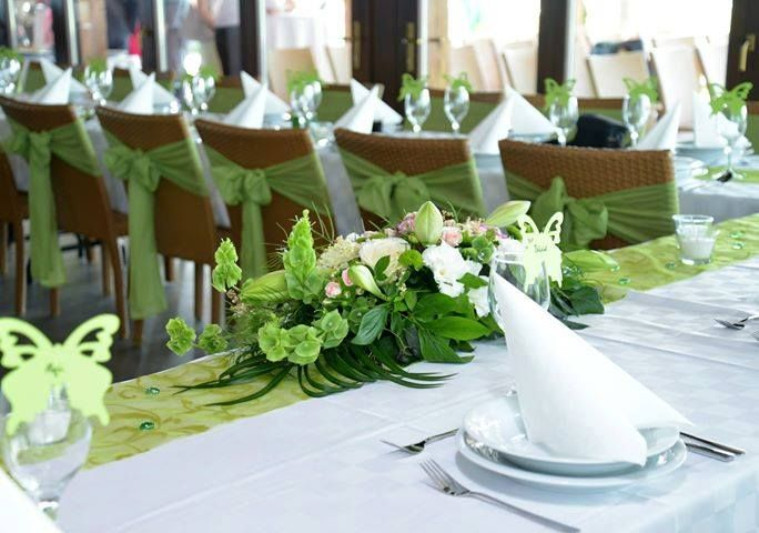 wedding decoration green and white flower and table