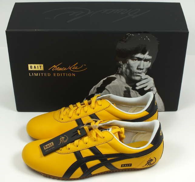 Bruce lee wearing onitsuka tiger