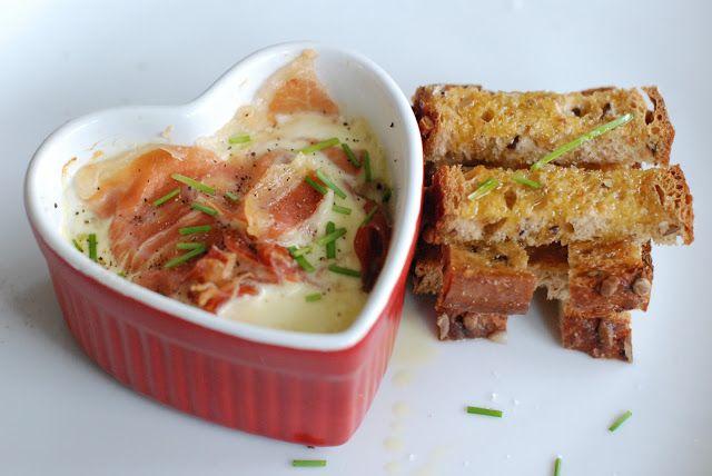 Dugurd: Frokostform med egg, spekeskinke og sprøstekte brødstaver