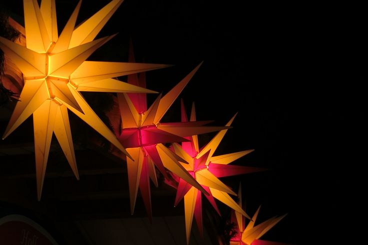 The traditional Herrnhut Stars made of plastic are available in 4 different sizes, between 13 cm to 130 cm diameter and 8 different colors. Being made of plastic, these stars can be used indoor or outdoor. #mybrilliantstar #herrnhutstar #moravianstar