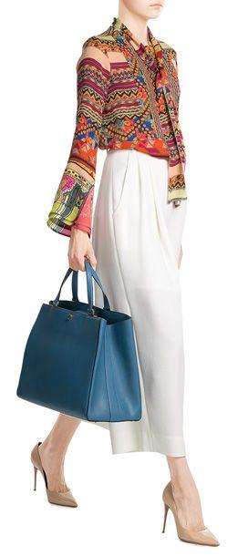 Ethno-Mix at its best: Die bunt bedruckte Bluse von Etro aus federleichter Seide wird durch die feminine Schluppe und leicht ausgestellte Ärmel zur wunderbar weiblichen Begleiterin für all unsere Boho-Looks. #Stylebop