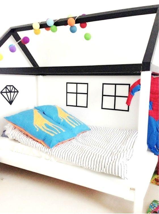 Conheci no IG o trabalho da dinamarquesa FruPihl, que faz essas camas/casinhas colorida para o quarto das crianças. Não é super fofo? Amei!!!