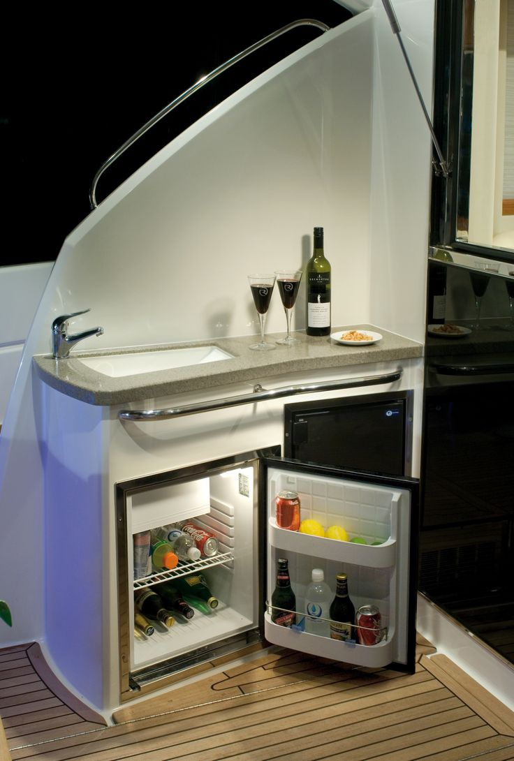 Riviera 4400 Sport Yacht Cocktail Bar