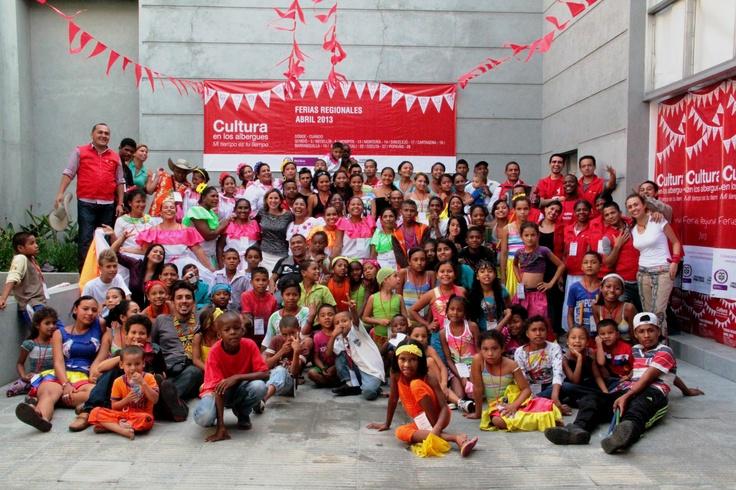 El equipo nacional y el equipo departamental con todos los participantes de la feria
