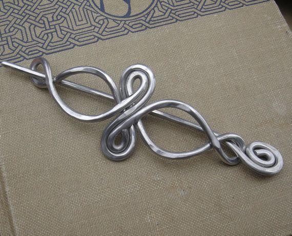 Keltische Infinity Loops Aluminium Schal Pin von nicholasandfelice                                                                                                                                                                                 Mehr                                                                                                                                                                                 Mehr