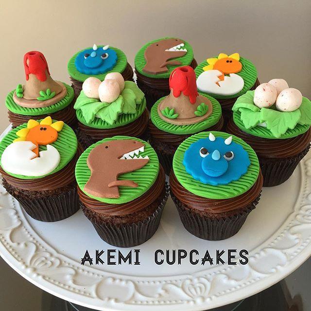 #mulpix Festa Dinossauro tem que ter Akemi Cupcakes  Experimente e surpreenda-se  Na foto: dinossauros, ninho de ovos e vulcões  Quer saber mais? Envie um email para akemi.cupcakes@gmail.com