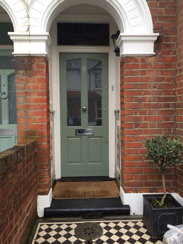 Farrow & Ball Card Room Green / exterior / front door
