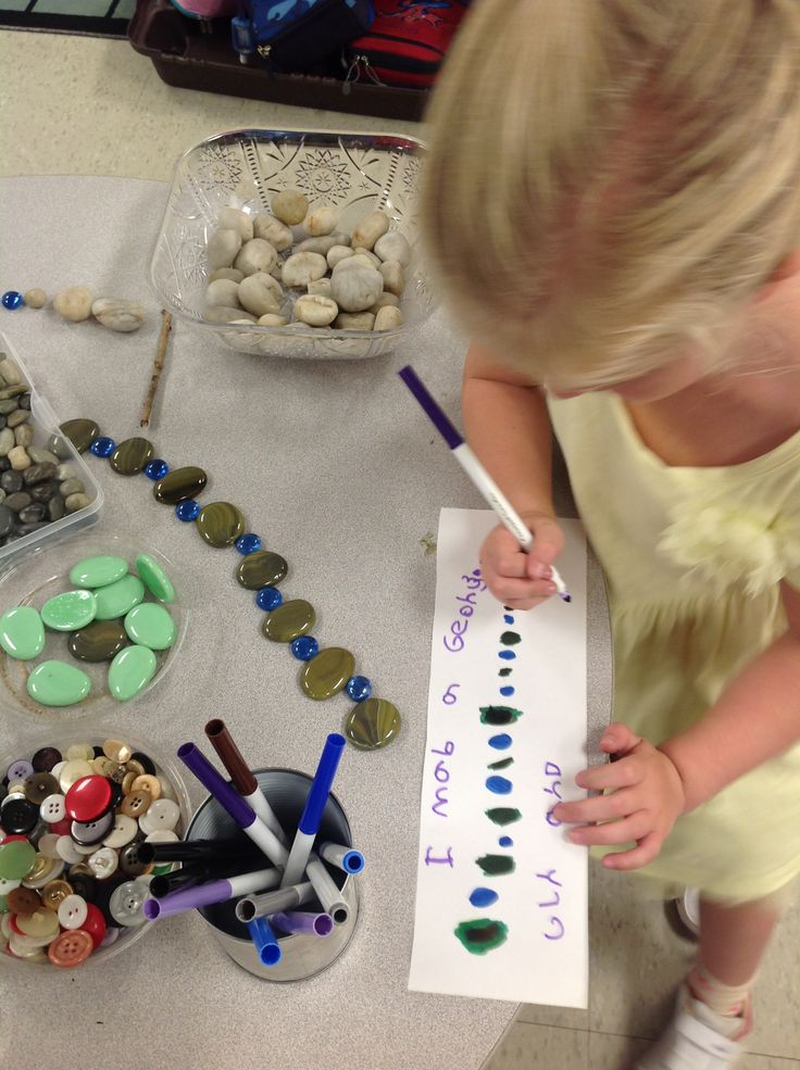 Patterns using loose and natural materials. http://www.wondersinkindergarten.blogspot.ca/