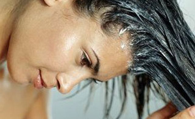 #DIY Conditioning Treatment for coloured hair (all with ingredients from your fridge!) #hairtreatments #recipes