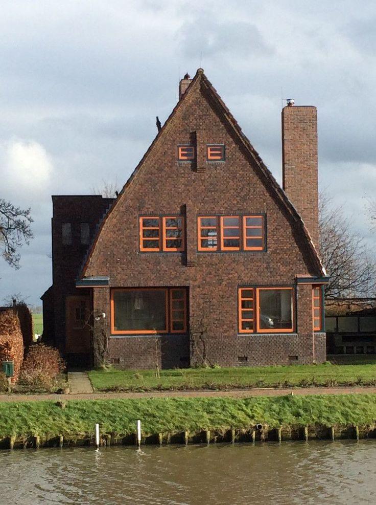 Woonhuis Onderdendam  Architect K. Zevenberg. Amsterdamse School | Dekerkonderdendam.nl
