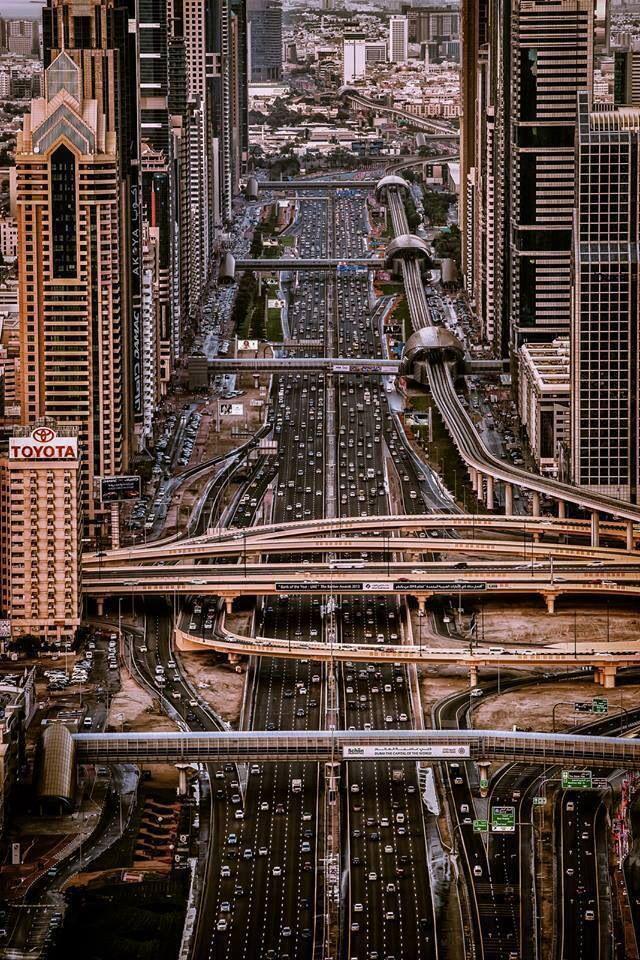 Sheikh Zayed Road running through the heart
