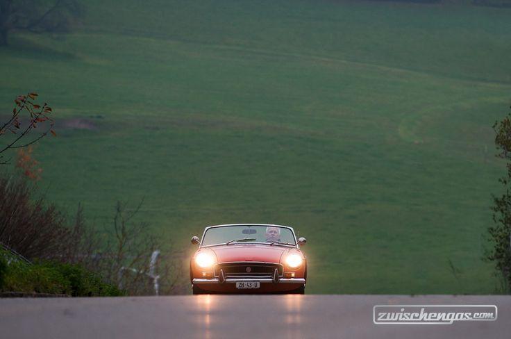 MG B (1972) - mit bis zu 170 km/h kommt man ganz schön voran… © Balz Schreier #MGB #MG #1972 #classiccar #classiccars #oldtimer #auto #car #cars #vintage #retro