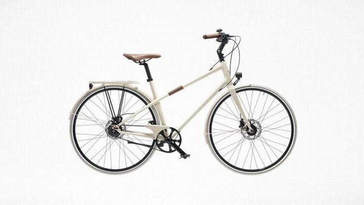 LE PLUS CHIC : Comble de l'élégance, le vélo Hermès est l'ultime accessoire de l'homme qui possède déjà montres, vaisselle et foulards estampillés du H de la maison française. Le Flâneur est disponible en deux coloris (crème et rouge) et dans une seconde version conçue pour un usage plus sportif. (Prix : 9 742€)