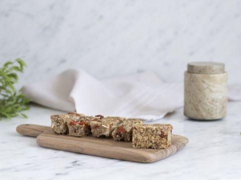 """Speciaal voor libelle-lekker geeft Julie haar exclusieve recept voor granola bars prijs. """"Ideaal voor bij het ontbijt, maar ook leuk om mee te nemen naar het werk als gezonde snack tussendoor!"""""""