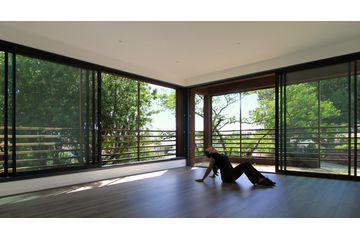 Réalisé par l'agence d'architecture Laboratoire Architectures et paysage Extension - Salle de yoga Retrouvez la fiche sur Archidvisor