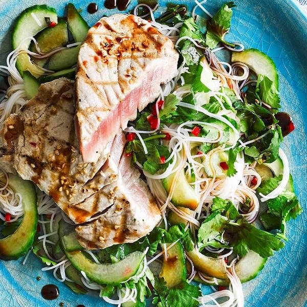 Seared tuna with ponzu dressing and coriander rice noodles