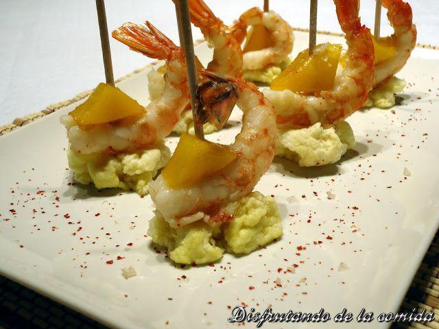 Brochetas de Langostino confitado con Mango salteado y Esponja de Aceite de Oliva - Disfrutando de la comida