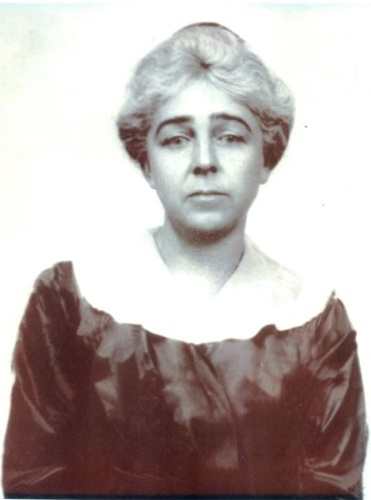 Caroline Louise Endres was the nurse to Mrs. Madeleine Astor. She survived the sinking and went on to continue her nursing career. She was in first class.