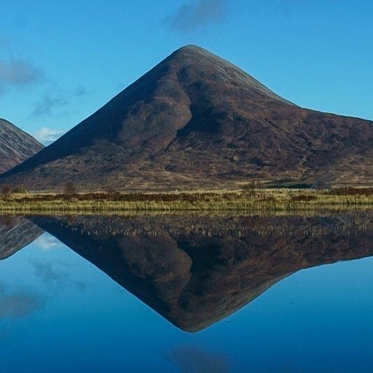 Perfect calm morning on Skye for filming some trail running on Blaven.