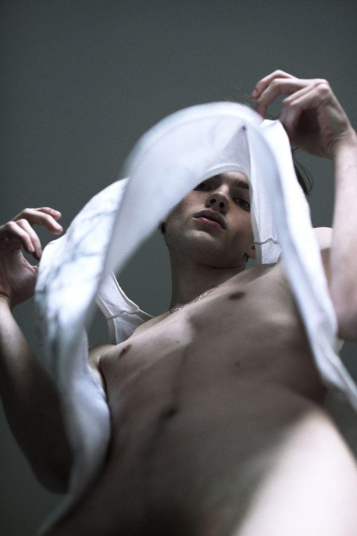 manniskorarkonstiga: Daniel Walters photographed by Hadar Pitchon for Peter, Tom & Dave