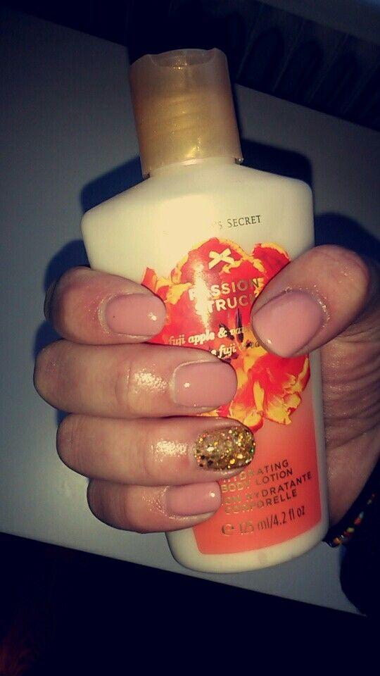 Nudes+Golden glitter for Emma ♡ #wolverine_nails #gelnails #vyletnails #naturalnails #nailinspo