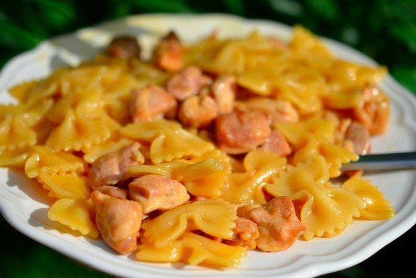 Фарфалле с курицей и мёдом<br><br>Ингредиенты:<br><br>Макароны фарфалле — 500 г<br>Куриная голень — 700…