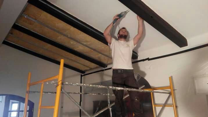 Tecto Falso com Isolamento Térmico e Acústico pelo interior. Suspended Ceiling with Thermal and Acoustic Insulation  http://www.renobuild.pt/servicos/isolamento-termico-algarve/ http://www.renobuild.pt/en/services/thermal-insulation-algarve/  #renobuild #pladur #gyptec #knauf #isolamentotérmico #thermalinsulation #acousticinsulation #isolamentoacústico #algarve #portimão
