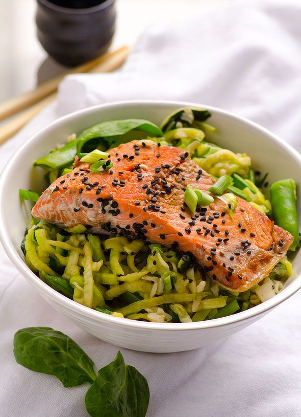 Oriental Salmon Zucchini Noodle Bowls -- Chock-full of green vegetables healthy dinner in under 30 minutes. #cleaneating #glutenfree