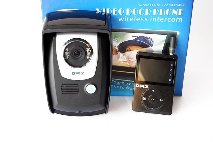Video interfon wireless  :  http://spy.store.ro/interfoane-si-spioni/675/  Caracteristici camera: 1/4 CMOS. Frecventa de lucru:2402-2483MHz Putere: 16-20dBm. Alimentare: In 100-240V - Out 12V/1A. Dimensiuni: 175/110/60mm. Greutate: 310g. Monitorul intern are card SD de 2 GB.
