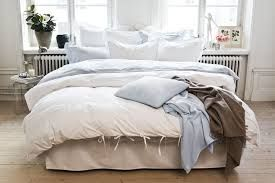 säng framför fönster - Google Search