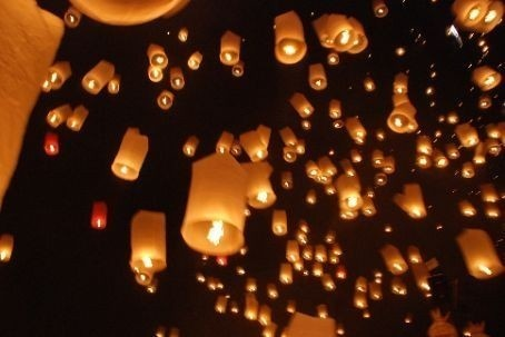 Floating lanterns will be at my wedding <3