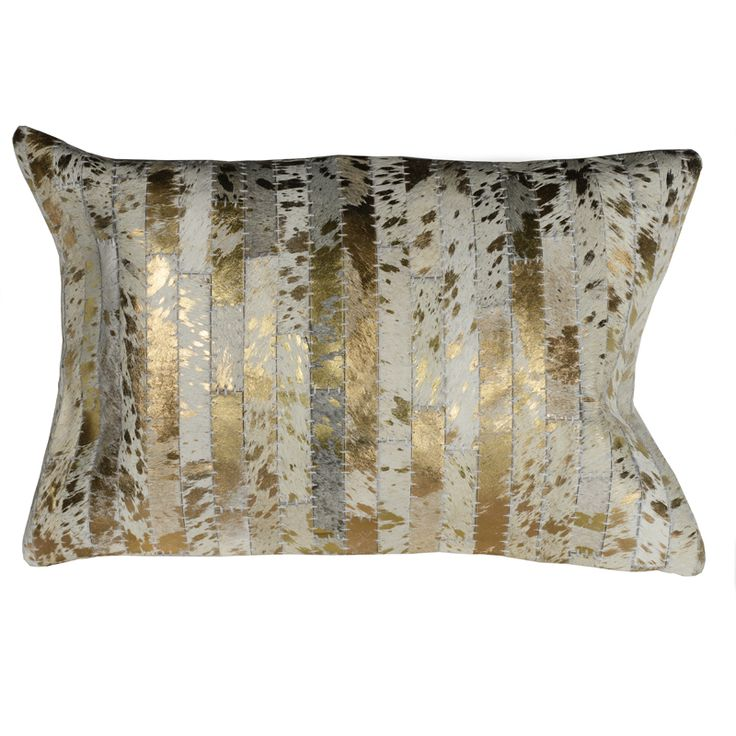Lekker pute av skinn farget i glamorøst gull og hvitt med bakstykke av lin. 40 x 60cm