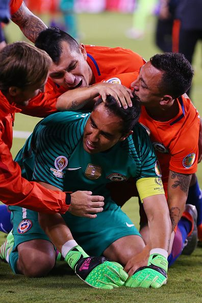 #COPA2016 #COPA100 Claudio Bravo of Chile is mobbed by his teammates after…