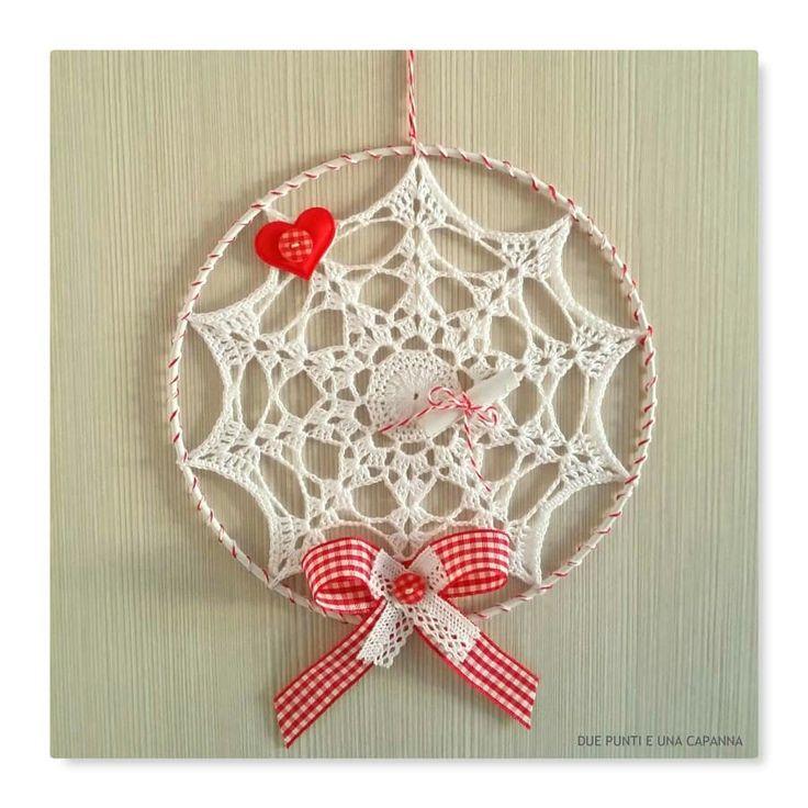 Oggi vi do il buongiorno con questo ornamento natalizio, ideale come fuoriporta, per addobbare l'albero o decorare una semplice parete ❤ *********************************** https://www.etsy.com/it/listing/579282703/ornamento-natalizio-realizzato?ref=shop_home_active_1 ************************************  #duepuntieunacapanna #fuoriporta #ghirlanda #red #fattoamano #uncinetto #natale #schema #white #handmade #christmas #madeinitaly #crochetaddict #photography #crochetersofinstagram #crochet…
