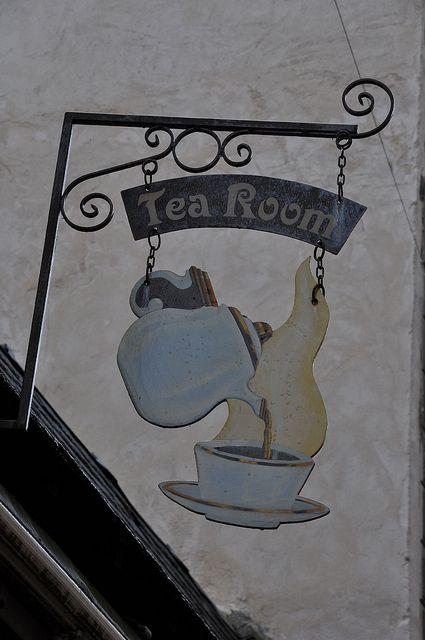 *Enseigne Tea Room; Dinan, France*