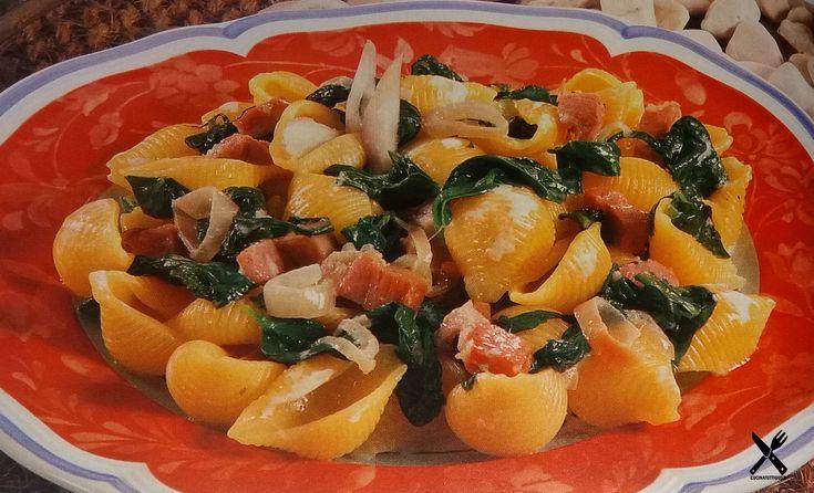 Una ricetta semplice, basata su due prodotti altrettanto semplici e buoni, gli spinaci e il prosciutto cotto. Avvolte le piccole cose sono le più grandi, come questo piatto. Non esitare, prepara! Buon appetito.