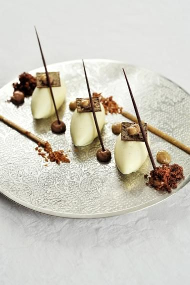 Mascarponemousse met koffiecrunch en chocolade. Mousse en koffiecrunch ok, rest niet ok, wel lekker!!!