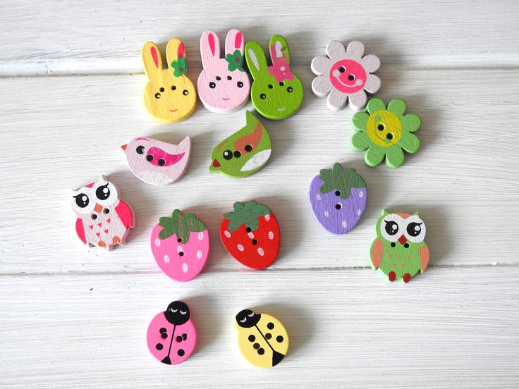 Cute painted wooden buttons. Here comes the spring.