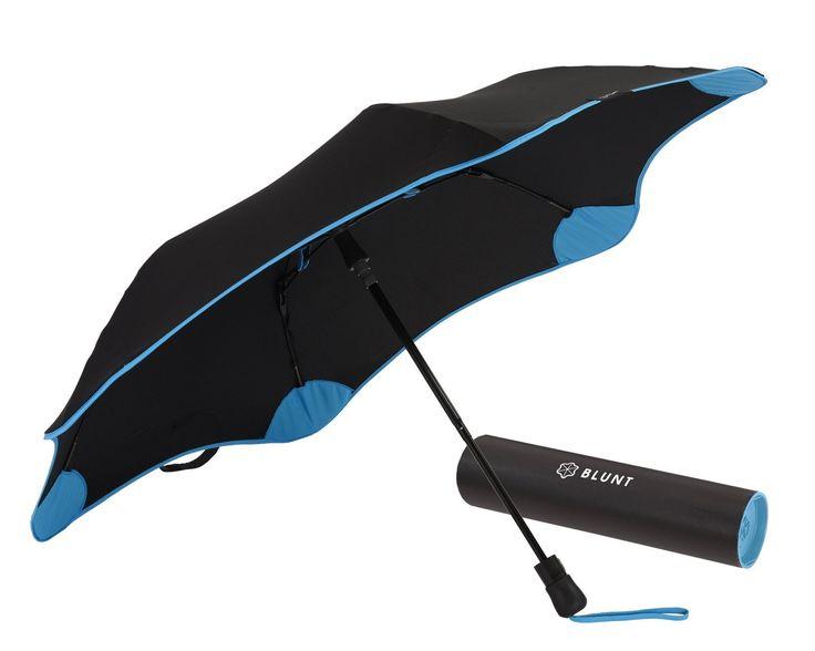 """「水もしたたるイイ男」という言葉があるが、やはり服やヘアスタイルを乱す雨には濡れない方がスマート。イタリアの伊達男たちは、いつ雨に振られても対応できるよう常に折りたたみ傘を持ち歩いているという。今回は折りたたみ傘にフォーカスして注目のアイテムをピックアップ! 折りたたみ傘「senz° umbrellas(センズアンブレラズ)」 「COOLなデザインは伊達じゃない。オランダが誇る折りたたみ傘」従来の傘デザインと一線を画す""""前後非対称の斬新なデザイン""""で一目でそれとわかるセンズアンブレラの傘。デザインにばかり注目してしまいがちだが「空気力学的に傘が裏返りにくい」「前方が狭く視界が開ける」など、しっかり使用上のメリットを考えた上での質実剛健なデザインが魅力だ。極限状態における""""圧巻の耐久テスト映像""""をご覧あれ。 https://youtu.be/hFzOwq5PldQ 「senz° smart s」が同ブランドの折り畳み傘ラインの売れ筋だ。    詳細・購入はこちら 折りたたみ傘「Knirps(クニルプス)」 「傘..."""