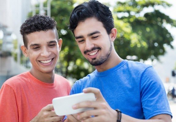 Texas Now Casting: Lead Roles for Latino Actors Available in 'Primos Hermanos' Web Series