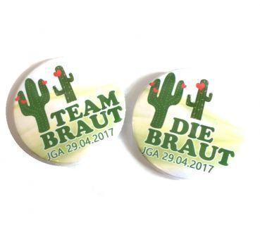 Buttons JGA (Junggesellinnenabschied): Kaktus mit Herzen    Anstecker für die Braut und ihres Teams. Trendige Kaktus Pflanzen? Kein Problem! Das sind die Buttons für Euren Junggesellenabschied.    Zur Auswahl stehen 2 verschiedene Größen (...