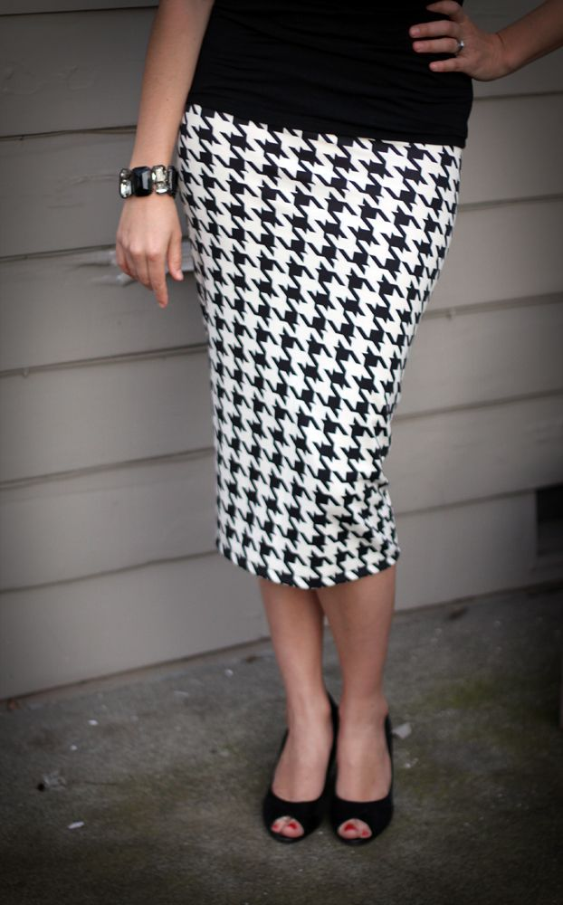 Simple DIY pencil skirtSewing A Pencil Skirts, Pencil Skirts Diy, Sewing Pencil Skirts, Diy Pencil Skirts, Sewing Simple Skirts, Houndstooth Pencil, Knits Pencil Skirts Tutorials, Shape Pencil, Houndstooth Skirts