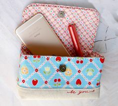All in one handy bag pouch. Tutorials with pictures. DIY sewing.